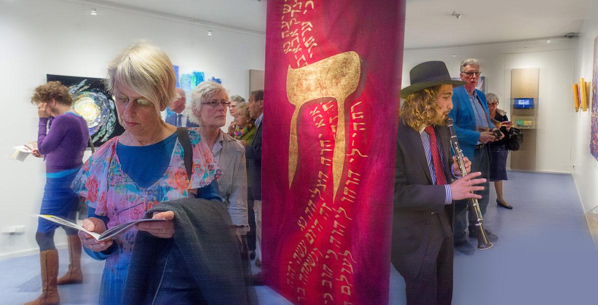 Opening tentoonstelling van textiel kunst van Jackie Howard, Museum Sjoel Elburg